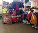 Iso erä naisten ja lasten takkeja, paljon eri kokoja ja malleja, n. 1200 kpl