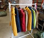 Naisten kevyt takki, n. 200 kpl. Erilaisia, erikokoisia, eri värisia