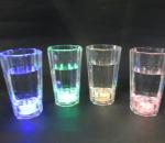 Vilkkuvat shottilasit, 4 eri väriä ( sininen, vihreä, punainen, keltainen), yhteensä 100 kpl. Polykarbonaattia
