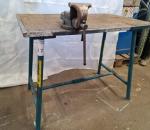 17. Työpöytä (metallia) ja ruustukki