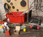 96. Tarvikkeet, koneet, työkalut, pöydäältä ja seinältä, erä